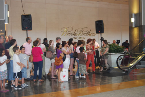 Patrons watch as breast cancer survivors perform a flash mob dance at the Houston Galleria to &#39;I Will Survive&#39; -- sung live by Gloria Gaynor -- for National Cancer Survivors Day <span class=meta>(KTRK Photo&#47; Kristy Gillentine)</span>