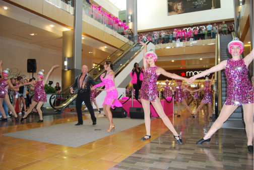 "<div class=""meta ""><span class=""caption-text "">Dancers perform a flash mob dance at the Houston Galleria to 'I Will Survive' -- sung live by Gloria Gaynor -- for National Cancer Survivors Day (KTRK Photo/ Kristy Gillentine)</span></div>"