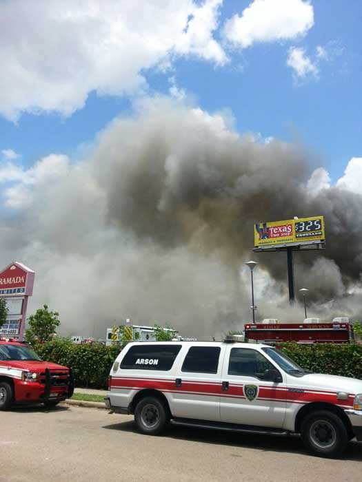 "<div class=""meta ""><span class=""caption-text "">Firefighters are busy battling a massive fire at a southwest Houston hotel (iWitness Reports)</span></div>"