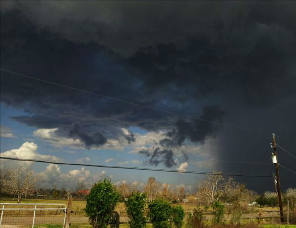 An iWitness user snapped this picture just as the strong Christmas Day storms were rolling over Rosharon.  <span class=meta>(KTRK Photo)</span>