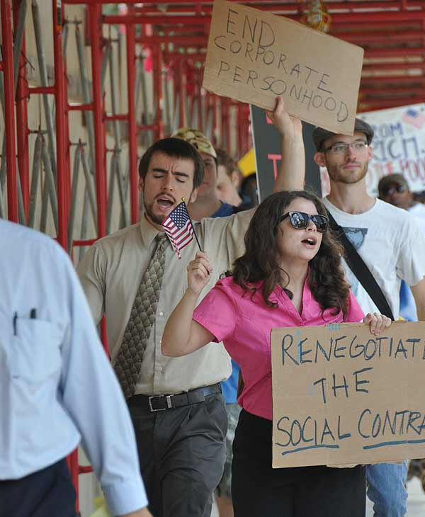 Houston protesters join the Occupy movement to protest corporate greed <span class=meta>(Blanca Beltran&#47;KTRK)</span>
