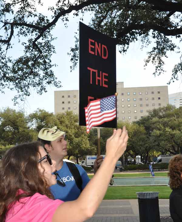 "<div class=""meta ""><span class=""caption-text "">Houston protesters join the Occupy movement to protest corporate greed (Blanca Beltran/KTRK)</span></div>"