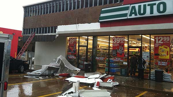 An auto parts store was damaged during Monday&#39;s storms <span class=meta>(KTRK&#47;Erik Barajas)</span>