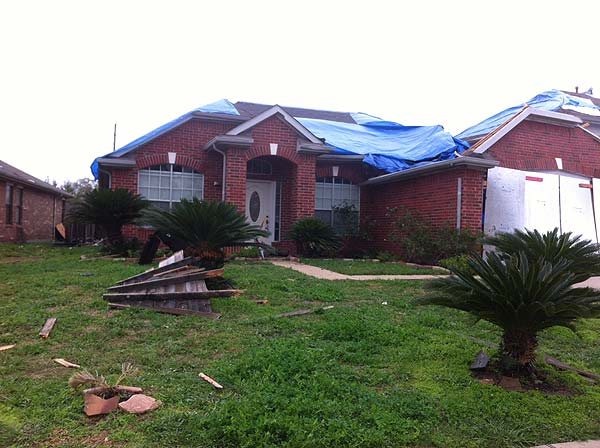 "<div class=""meta ""><span class=""caption-text "">Fort Bend County residents are dealing with damage left behind by Monday's tornado (Katie McCall/KTRK)</span></div>"