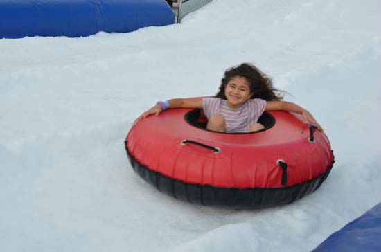 "<div class=""meta ""><span class=""caption-text "">Saturday was a fun-filled day at the Annual Pearland Winterfest, which included playing in the snow, riding rides, plenty of food and great entertainment. (ABC-13/Blanca Beltran)</span></div>"