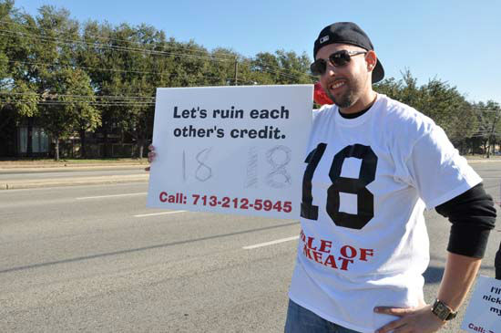 Single men wanting dates on Valentine&#39;s Day spent the morning lined up on a stretch of Westheimer with numbered signs.  Interested ladies driving by called in to the Rod Ryan radio show to land a date. <span class=meta>(Photo&#47;ABC13)</span>