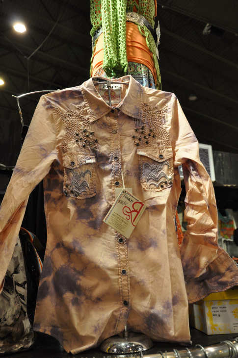 "<div class=""meta ""><span class=""caption-text "">There is plenty of shopping to do at the Houston Livestock Show and Rodeo.  The Reliant Center has been transformed into a massive one-of-a-kind Western shopping mall.  You can purchase everything from Western clothes, gourmet food to unique arts and crafts. (ABC-13/Blanca Beltran)</span></div>"