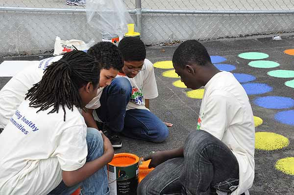 Hundreds of volunteers, including some familiar faces from ABC13, turned out on Friday, March 4, 2011, to build a playground and garden for KIPP Academy students in northeast Houston in just six hours. <span class=meta>(KTRK Photo)</span>