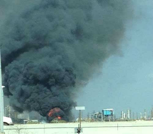 An explosion at a plant along Highway 225 sent a large plume of black smoke into the sky. Do you have photos of the fire? Send them to news@abc13.com <span class=meta>(KTRK Photo&#47; iWitness Reports)</span>