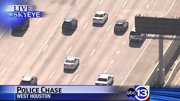 "<div class=""meta ""><span class=""caption-text "">Police chased a suspect across Houston during a high speed rush hour pursuit (KTRK Photo)</span></div>"