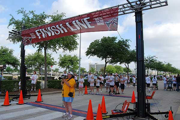 "<div class=""meta ""><span class=""caption-text "">Thousands of participants came out to the 2011 Run for the Rose at Reliant Park on Sunday, April 10.  Proceeds benefit the Dr. Marnie Rose Foundation, supporting brain cancer research.</span></div>"
