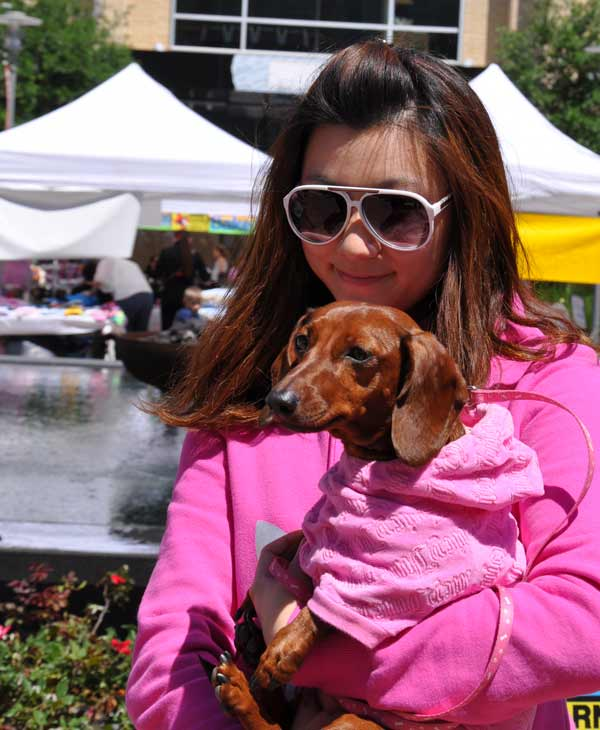 Houston PetTalk Magazine, in partnership with CityCentre and MyFuzzbook.com hosted the 2012 Doggy Party on the Plaza over the weekend to help promote rescue awareness.  ABC-13 meteorologist Casey Curry emceed the pet costume contest and an owner&#47;pet look-a-like contest. <span class=meta>(KTRK&#47;Blanca Beltran)</span>