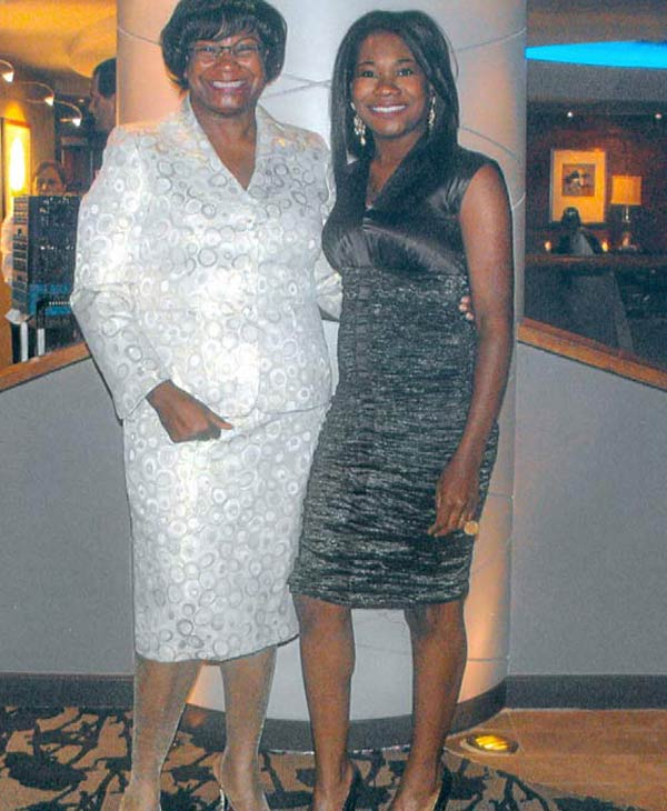 "<div class=""meta ""><span class=""caption-text "">ABC-13 reporter Samica Knight and her mother (Samica Knight)</span></div>"