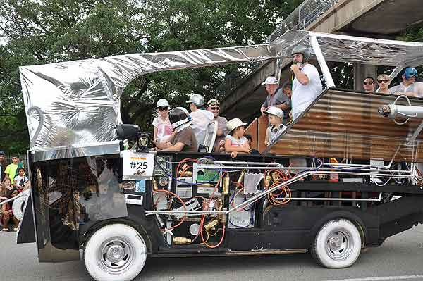 "<div class=""meta ""><span class=""caption-text "">More than 250 entries took to the streets in Houston's 26th Annual Art Car Parade, billed as the city's largest free public art event.  Designs of all shapes and sizes amazed and delighted the crowd on Saturday, May 11, 2013. (KTRK Photo)</span></div>"