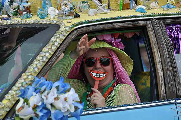 "<div class=""meta image-caption""><div class=""origin-logo origin-image ""><span></span></div><span class=""caption-text"">More than 250 entries took to the streets in Houston's 26th Annual Art Car Parade, billed as the city's largest free public art event.  Designs of all shapes and sizes amazed and delighted the crowd on Saturday, May 11, 2013. (KTRK Photo)</span></div>"
