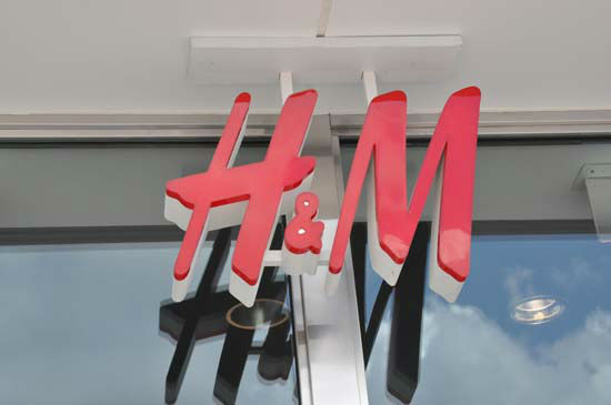 H&#38;M, Hennes &amp; Mauritz, the popular global retailer known for offering fashion-forward apparel and quality basics, opened on Thursday, May 31st.   H&#38;M at Baybrook Mall will give Houston shoppers access to the latest trends at the best prices. <span class=meta>(KTRK Photo&#47; Blanca Beltran)</span>