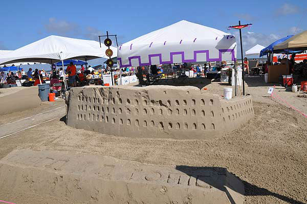 "<div class=""meta image-caption""><div class=""origin-logo origin-image ""><span></span></div><span class=""caption-text"">On Saturday, June 1, 2013, competitors and spectators celebrated the 27th annual AIA Sand Castle Competition on Galveston's East Beach.   For more than two decades, teams of architects, designers and engineers have taken their tools to East Beach in Galveston for one of the world?s largest sand castle competitions, hoping to take the top prize -- the highly coveted Golden Bucket. The Houston Chapter of the American Institute of Architects (AIA) has been hosting this competition since 1986. (KTRK Photo)</span></div>"