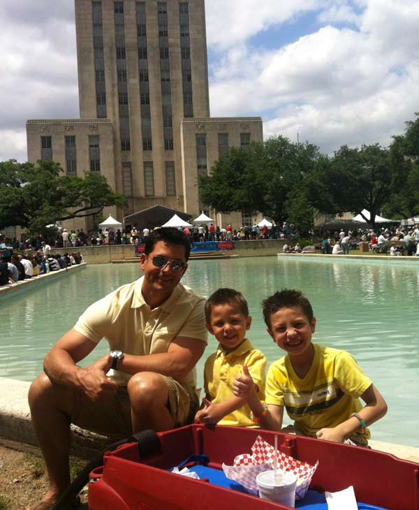 "<div class=""meta ""><span class=""caption-text "">ABC13 anchor Erik Barajas and his boys enjoying a beautiful day in downtown Houston. (Erik Barajas)</span></div>"