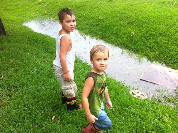 Kids in the Highlands playing in the rain, looking for frogs <span class=meta>(Demond Fernandez)</span>