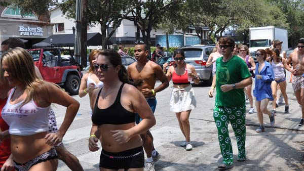 Participants in this year&#39;s Hot Undies Run stripped down to their skivvies for a good cause. Proceeds went to the Children&#39;s Tumor Foundation. <span class=meta>(KTRK Photo&#47; Kristy Gillentine)</span>