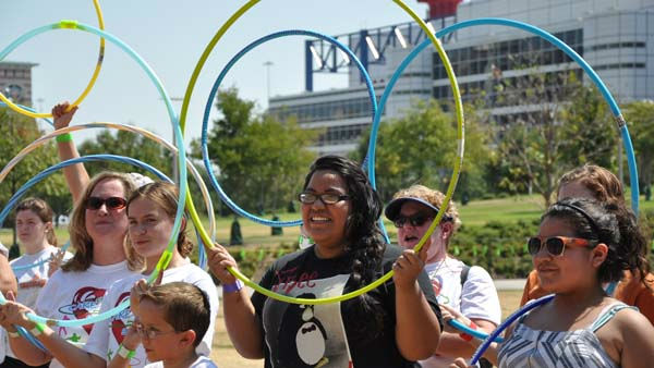 "<div class=""meta ""><span class=""caption-text "">Hundreds of people of all ages gathered at Discovery Green in downtown Houston on Sunday, August 28, 2011 to try to set the world record in simultaneous hula hoopers -- all while raising money for Easter Seals Greater Houston (KTRK Photo)</span></div>"