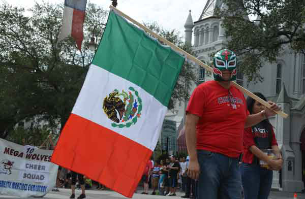 Houstonians lined downtown streets Saturday for the 45th annual Fiestas Patrias parade.  The event celebrates Mexico&#39;s independence from Spain.  If you were there, send  your photos to news@abc13.com! <span class=meta>(ABC13&#47;Blanca Beltran)</span>