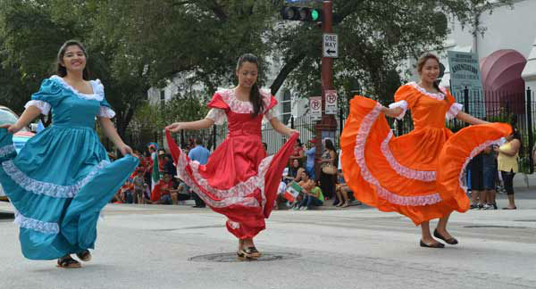 "<div class=""meta image-caption""><div class=""origin-logo origin-image ""><span></span></div><span class=""caption-text"">Houstonians lined downtown streets Saturday for the 45th annual Fiestas Patrias parade.  The event celebrates Mexico's independence from Spain.  If you were there, send  your photos to news@abc13.com!</span></div>"