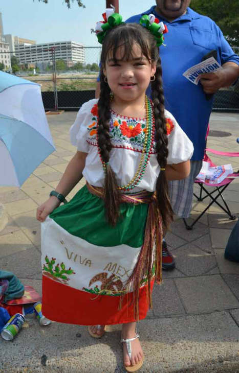Houstonians lined downtown streets Saturday for the 45th annual Fiestas Patrias parade.  The event celebrates Mexico?s independence from Spain.  If you were there, send us your photos to news@abc13.com! <span class=meta>(ABC13&#47;Blanca Beltran)</span>