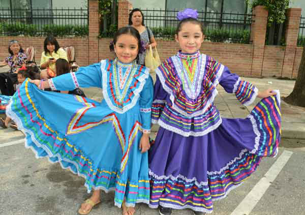 "<div class=""meta image-caption""><div class=""origin-logo origin-image ""><span></span></div><span class=""caption-text"">Houstonians lined downtown streets Saturday for the 45th annual Fiestas Patrias parade.  The event celebrates Mexico?s independence from Spain.  If you were there, send us your photos to news@abc13.com! (ABC13/Blanca Beltran)</span></div>"