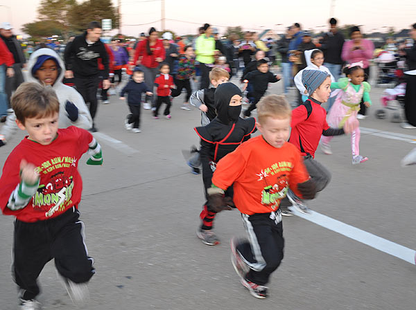 Runners of all ages -- some in costumes -- came out to participate in the 2011 Monster Dash event held in Pearland  <span class=meta>(KTRK&#47;Blanca Beltran)</span>