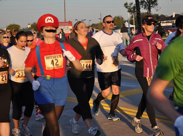 "<div class=""meta image-caption""><div class=""origin-logo origin-image ""><span></span></div><span class=""caption-text"">Runners of all ages -- some in costumes -- came out to participate in the 2011 Monster Dash event held in Pearland  (KTRK/Blanca Beltran)</span></div>"