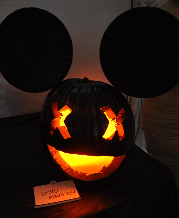 "<div class=""meta image-caption""><div class=""origin-logo origin-image ""><span></span></div><span class=""caption-text"">Photos from the Annual Pumpkin Carving Contest -- Cast your vote for your favorite at batcetera.com (KTRK/Blanca Beltran)</span></div>"