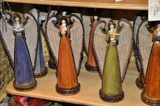 This year&#39;s Nutcracker Market, themed &#34;Tinseltown,&#34;  features more than 300 national and international merchants carefully selected for their unique offerings selling gifts for the entire family -- home d&#233;cor, gourmet food, clothing, novelties, accessories and more.  Proceeds from the Market benefit Houston Ballet Foundation, Houston Ballet&#39;s Ben Stevenson Academy and its scholarship funds. <span class=meta>(ABC-13&#47;Blanca Beltran)</span>