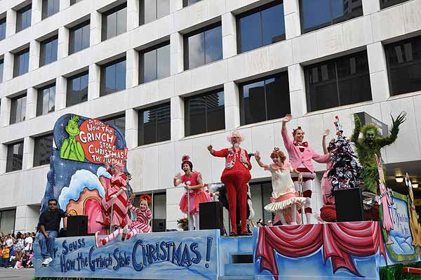 "<div class=""meta image-caption""><div class=""origin-logo origin-image ""><span></span></div><span class=""caption-text"">Houston?s Thanksgiving Day Parade, known as the H-E-B Holiday Parade, is now a 61-year-old holiday tradition, showcasing the Houston community to more than 400,000 parade-goers lining the streets on Thanksgiving morning.  (KTRK Photo)</span></div>"