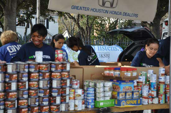 Images of ABC-13&#39;s Share Your Holidays Food Drive at Channel 13 studios  <span class=meta>(Photo&#47;ABC13)</span>