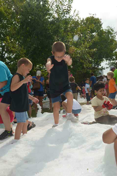 "<div class=""meta ""><span class=""caption-text "">Snow and a visit from Santa made a mid-summer appearance as part of Chill Out at the Houston Zoo.  Many children had a chance to play in the snow and interact with the visitor from the far north. (ABC13/Blanca Beltran)</span></div>"