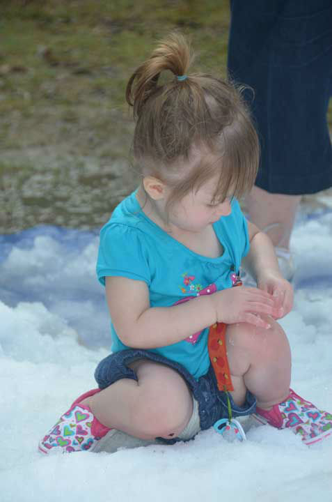 Snow and a visit from Santa made a mid-summer appearance as part of Chill Out at the Houston Zoo.  Many children had a chance to play in the snow and interact with the visitor from the far north. <span class=meta>(ABC13&#47;Blanca Beltran)</span>
