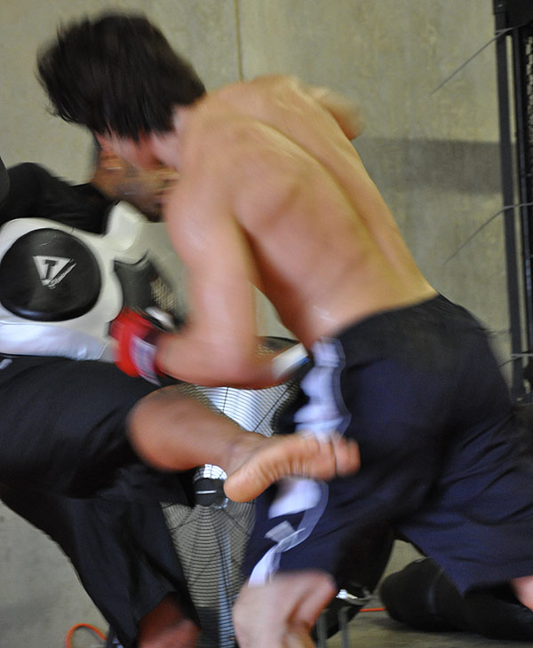 "<div class=""meta ""><span class=""caption-text "">Former World Lightweight Champion KJ Noons trains at a Houston fight club. Strikeforce comes to Houston on August 21 at the Toyota Center. (ABC13)</span></div>"