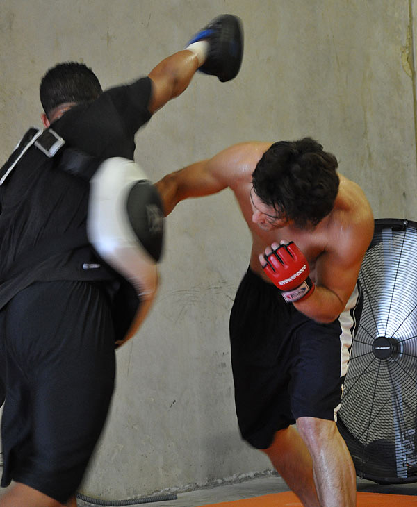 Former World Lightweight Champion KJ Noons trains at a Houston fight club. Strikeforce comes to Houston on August 21 at the Toyota Center. <span class=meta>(ABC13)</span>