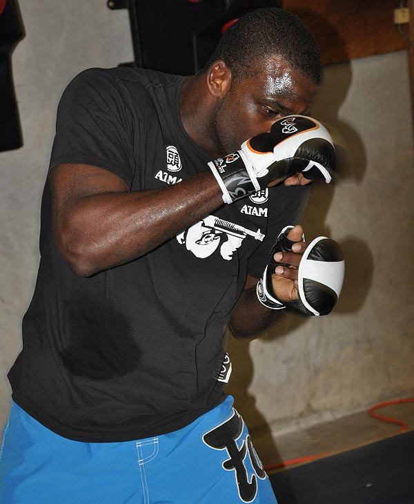 "<div class=""meta ""><span class=""caption-text "">Artenas ""Machine Gun"" Young trains at a Houston fight club. Strikeforce comes to Houston on August 21 at the Toyota Center. (ABC13)</span></div>"