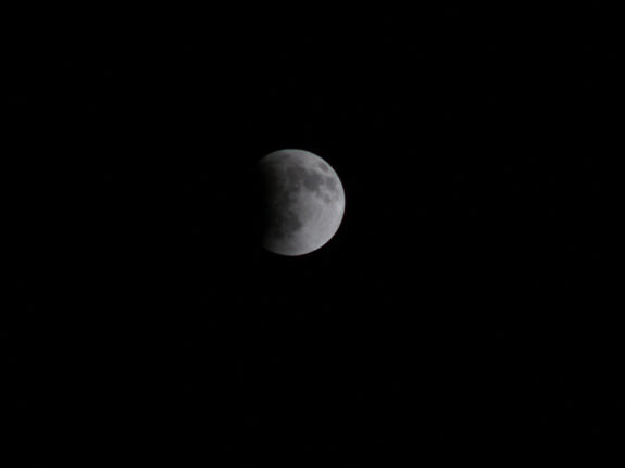 The first total lunar eclipse of 2014 occurred in the overnight hours and was visible across the Western Hemisphere. <span class=meta>(Photo&#47;iWitness Photo)</span>