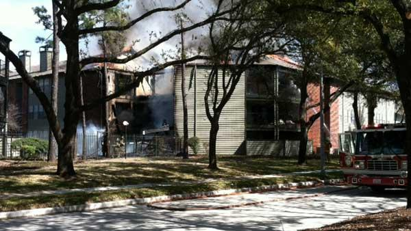 Three-alarm fire rages at N. Houston apartments