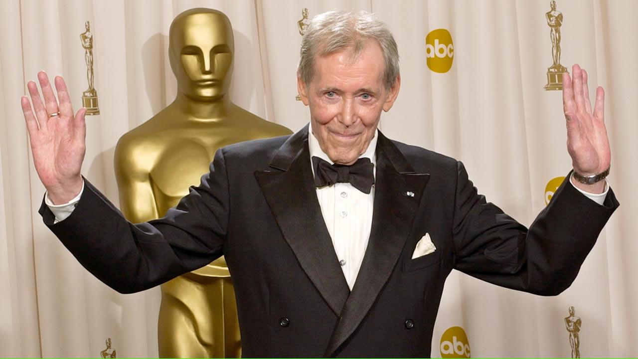Peter OToole appears backstage without his Oscar after receiving the Academy Awards Honorary Award during the 75th annual Academy Awards in Los Angeles, Sunday March 23, 2003
