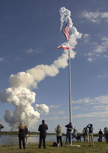 Spectators at the Kennedy Space Center press site watch and record the liftoff of the space shuttle Columbia at Cape Canaveral, Fla. Thursday Jan. 16, 2003. Columbia is on a 16 day research mission with a crew of seven.&#40;AP Photo&#47;Paul Kizzle&#41; <span class=meta>(AP Photo&#47; PAUL KIZZLE)</span>