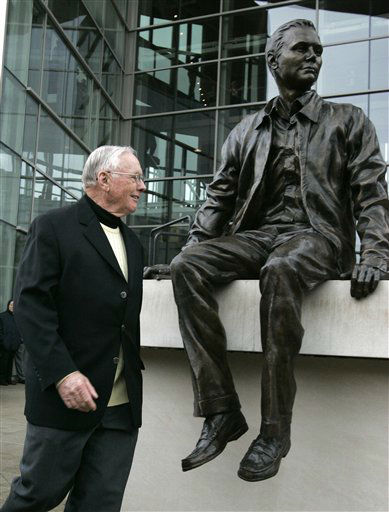 Former astronaut Neil Armstrong walks past a statue of himself as he takes the stage for the dedication ceremony of the Neil Armstrong Hall of Engineering at Purdue University in West Lafayette, Ind., Saturday, Oct. 27, 2007. Armstrong, a Purdue alum, became the first man to walk on the moon in 1969.   <span class=meta>(AP Photo&#47; Michael Conroy)</span>