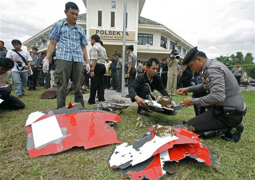 "<div class=""meta ""><span class=""caption-text "">Indonesian police officers inspect parts of a Qantas jetliner that were found in the area, at the local police headquarters in Batam, Indonesia, Thursday, Nov. 4, 2010. The jetliner made an emergency landing Thursday in Singapore with 459 people aboard, after one of its four engines shut down over western Indonesia and following witness reports of a blast that sent debris hurtling to the ground. (AP Photo/Tundra Laksamana) (AP Photo/ Tundra Laksamana)</span></div>"