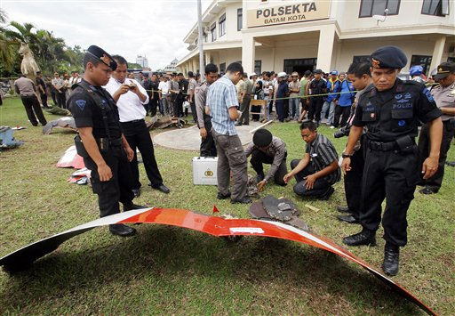 "<div class=""meta ""><span class=""caption-text "">Indonesian police officers inspect parts of a Qantas jetliner that were found in a area, at the local police headquarters in Batam, Indonesia, Thursday, Nov. 4, 2010. The jetliner made an emergency landing Thursday in Singapore with 459 people aboard, after one of its four engines shut down over western Indonesia and following witness reports of a blast that sent debris hurtling to the ground. (AP Photo/Tundra Laksamana) (AP Photo/ Tundra Laksamana)</span></div>"