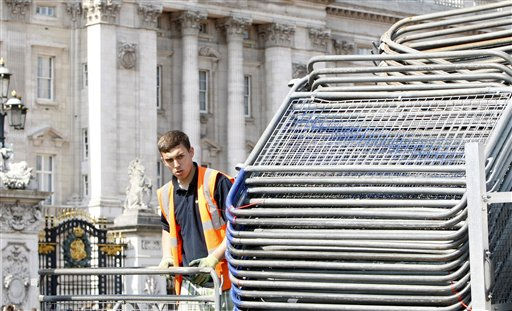 A workman helps set down a row of barriers outside Buckingham Palace as final preparations are made in London, Monday, April, 25, 2011, for the royal wedding of Britain&#39;s Prince William and his fiancee Kate Middleton on Friday. &#40;AP Photo&#47;Alastair Grant&#41; <span class=meta>(AP Photo&#47; Alastair Grant)</span>