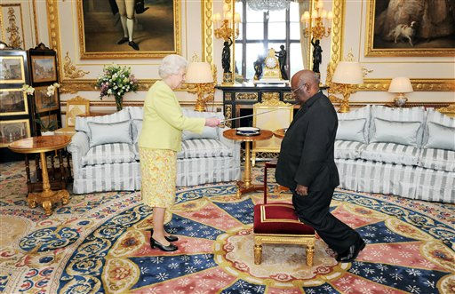 Queen Elizabeth II grants the Governor-General of Papua New Guinea, Michael Ogio, the Grand Cross of the Order of St Michael and St George in the White Room at Windsor Castle, Tuesday April 26, 2011.&#40;AP Photo&#47;Tim Ireland, pool&#41; <span class=meta>(AP Photo&#47; Tim Ireland)</span>