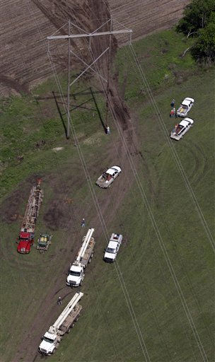 "<div class=""meta ""><span class=""caption-text "">Crews work to restore power to Reading, Kan., Monday, May 23, 2011. The crews were working to restore power to the small town after it was struck over the weekend by a tornado with estimated winds of up to 165 mph. (AP Photo/Orlin Wagner) (AP Photo/ Orlin Wagner)</span></div>"